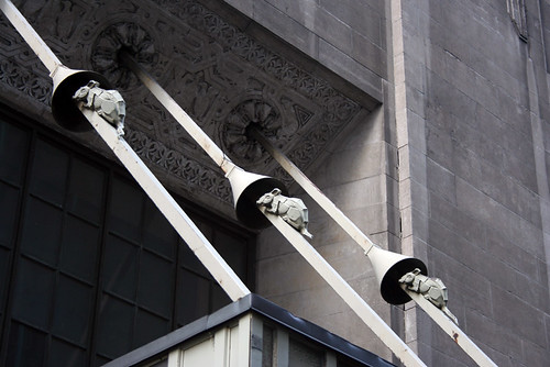 Rodent Barriers on Facade Suports with decorative rodents